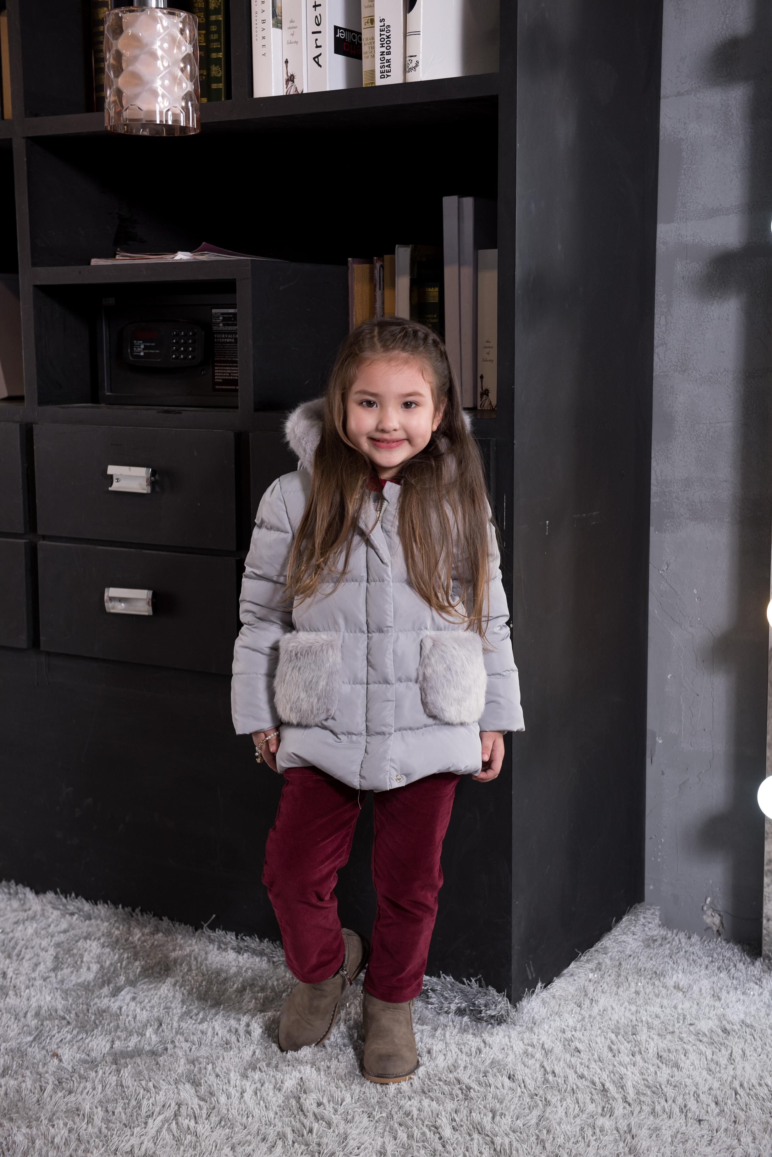 童装羽绒外套---灰色