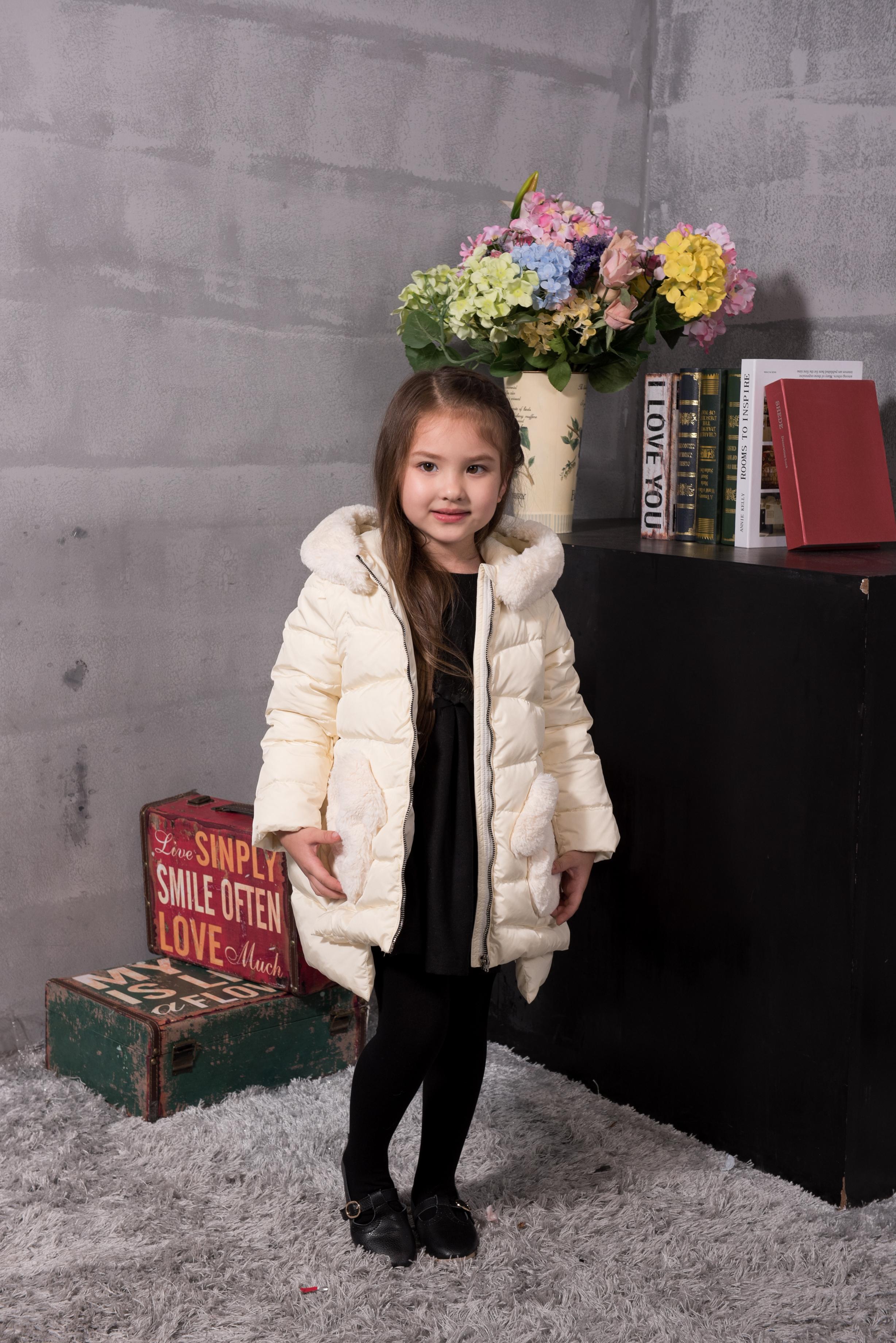 童装羽绒外套--白色